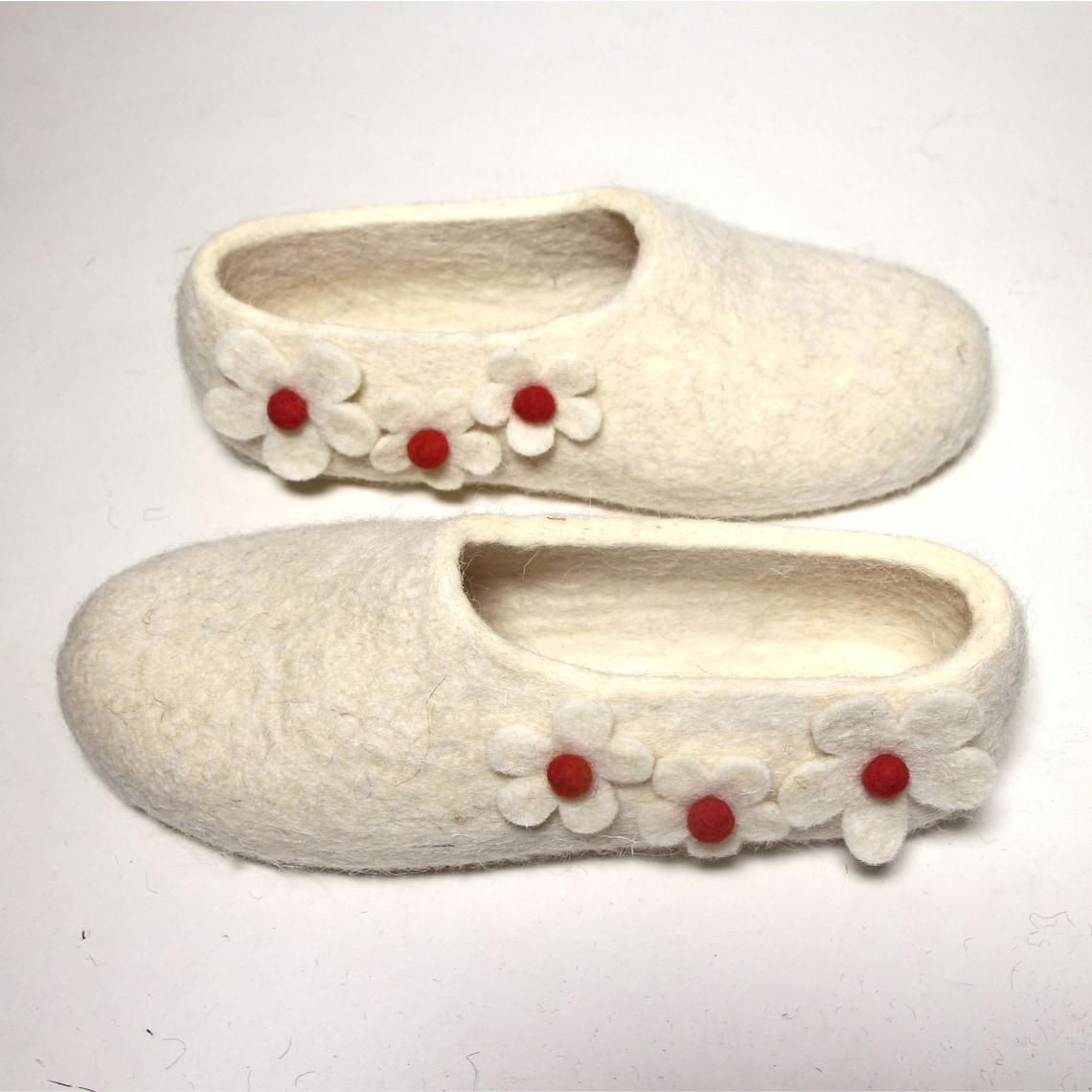 Blanco Eco Felt novia zapatillas, zapatillas de lana, Aniversario floral - Handmade Navidad zapatillas de invierno lana orgánica - 20 colores Mix Match