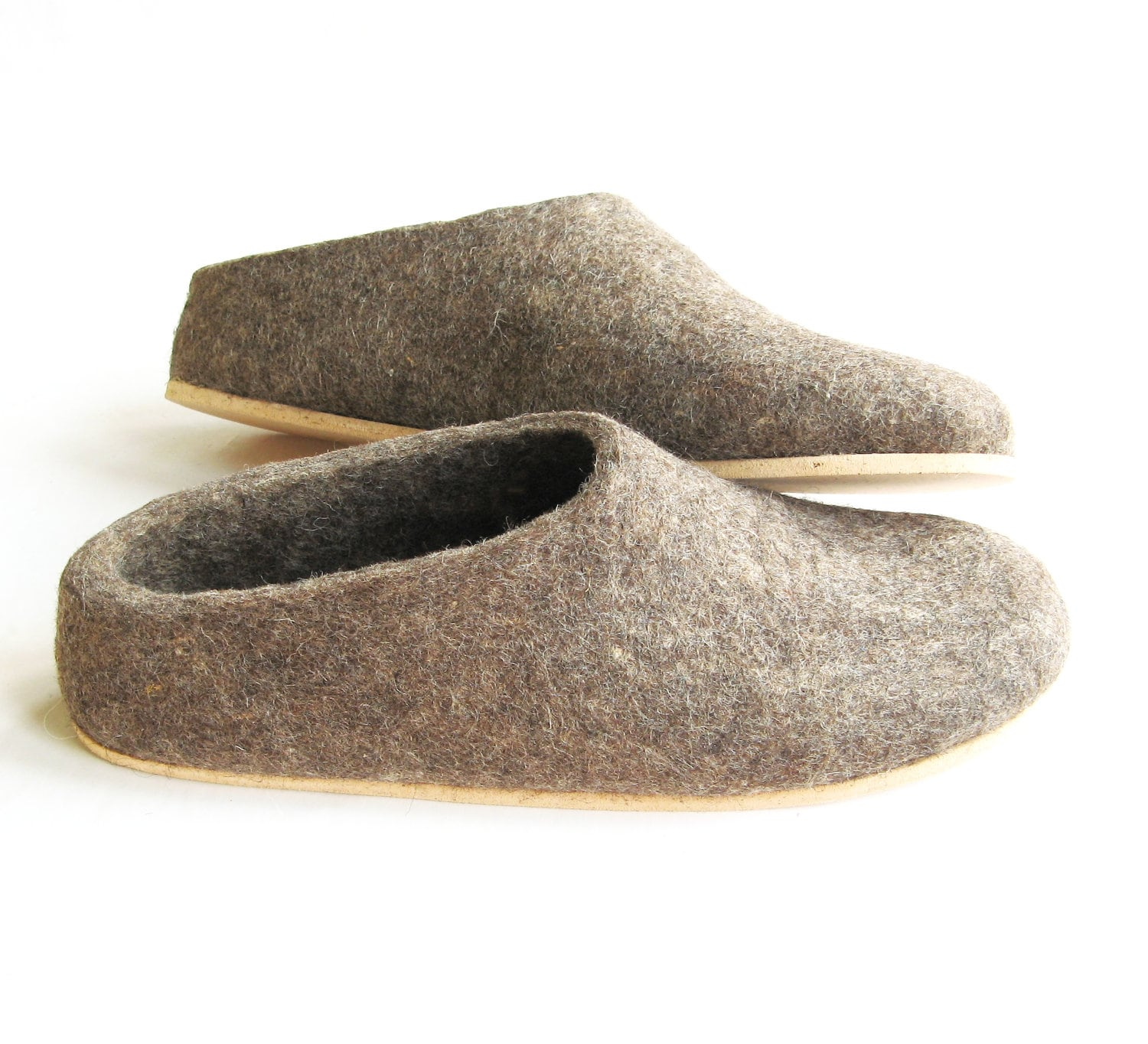2075377433f89 Womens wool slippers clogs, felted mules natural wool felt - Organic brown