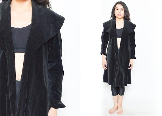 1930's BLACK VELVET COAT. 1930's Velvet Long Sleev