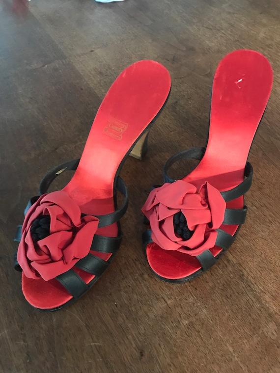 Vintage 1940s Daniel Green black and red slipper h