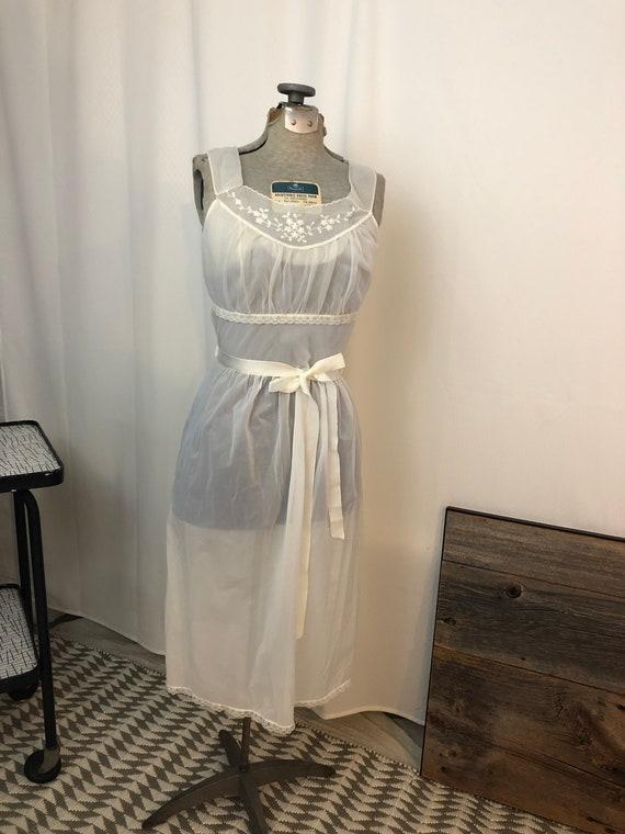 Vintage 1950s white wedding lingerie peignoir set