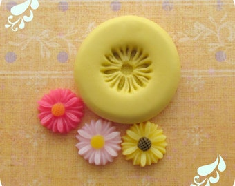 Tiny Flower Daisy Mold DIY Charm Flowers on Pinterest Cabochon Mold Resin Clay Mould
