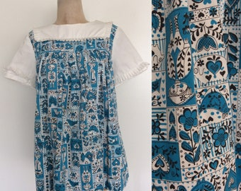 1960's Turquoise Folk Print Trapeze Top w/ Button Up Back & Pockets Size XS Small Medium by MaeberryVintage
