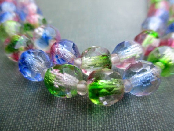Stunning 1950s Pink Rainbow Crystal Beaded Necklac
