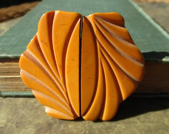 Vintage 1940s Butterscotch Bakelite Carved Belt Bu