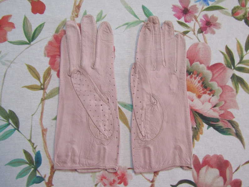 Pale Pink Kid Leather Gloves---8 long----Size 6 to 6 12 --Glove Auction #8596---0519 Vintage Unused?