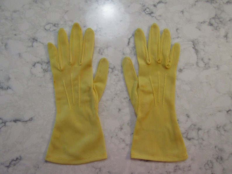 Glove Auction #8029--1018 VINTAGE 1950/'s Yellow Nylon Wrist Length Gloves ---10 long---Size 6 to 6 12-