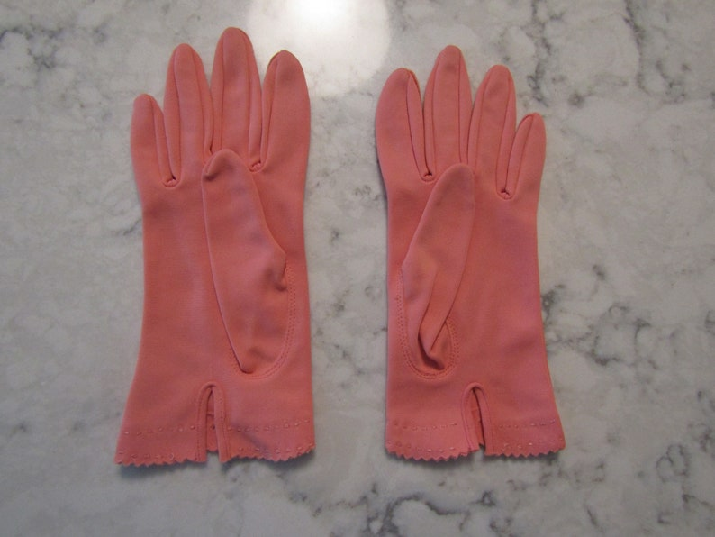 -6  Glove Auction #6560--0619 Vintage Coral Pink Nylon Wrist Gloves---8 long---Size 5 12