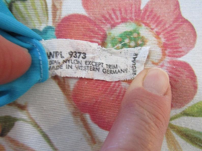 -Size 6--6 12-----Auction 11,059--0320 9 Wrist Length Gloves Vintage Turquoise Blue Nylon Evening Gloves
