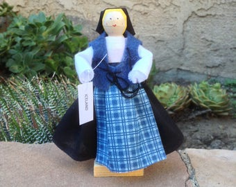 Iceland clothespin doll - Black, blue dress