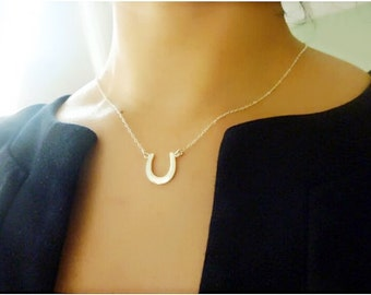 Horseshoe Necklace,Personalized Horseshoe Necklace,Gold Horseshoe Necklace,Horseshoe Charm Necklace,Lucky Charm Necklace,Good Luck Gift