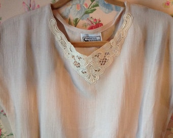 vintage Sweet 80's CAMPUS CASUALS BLOUSE Creme Pullover Rayon
