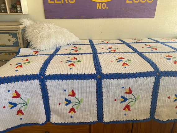 Vintage GRANNY KNIT Quilt BLANKET W Tulips Full Size
