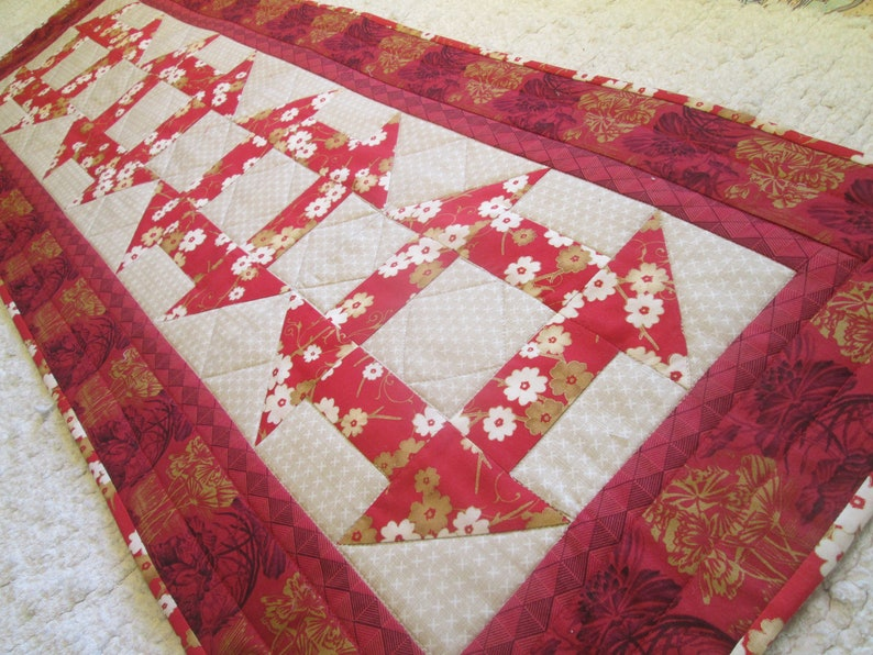 Astonishing Quilted Table Runner Spring Summer Floral Asian Zen Cottage Chic Farmhouse Country Rustic Download Free Architecture Designs Ferenbritishbridgeorg