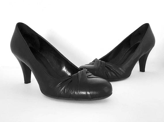 black pumps size 2