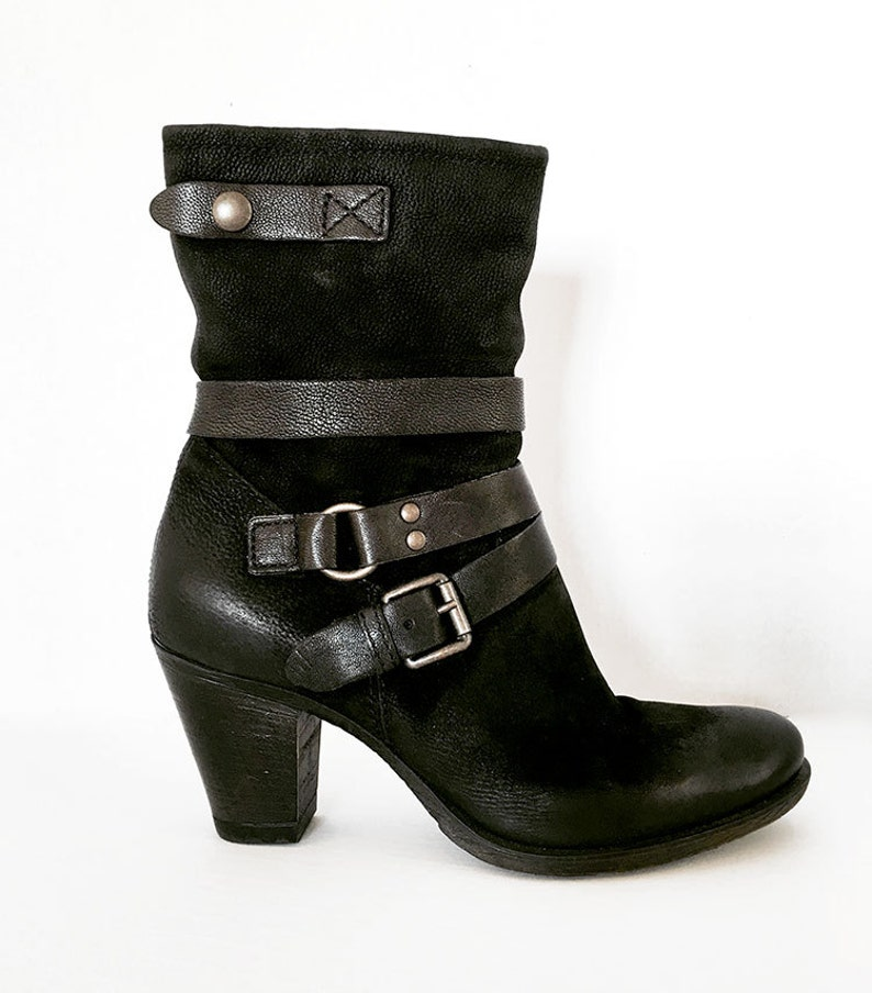 711800c769e9 Women s US Size  8   85 Black leather boots with straps