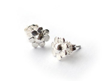 Recycled Sterling Silver Daisy Flower Stud Earrings polished