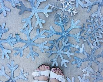 Matte Metal Snowflake Set || Tablescape  || Home Decor || Farmhouse Christmas || Farmhouse Style || Industrial Christmas || Winter Decor ||
