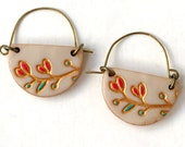 Small Floral handmade clay earrings, Made by hand, with handpainted details, Hammered wire, Engraving, Birthday gift