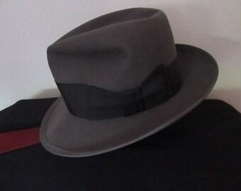 58b2de1979050 1950 1960s Gent s Dobbs Gray Hat