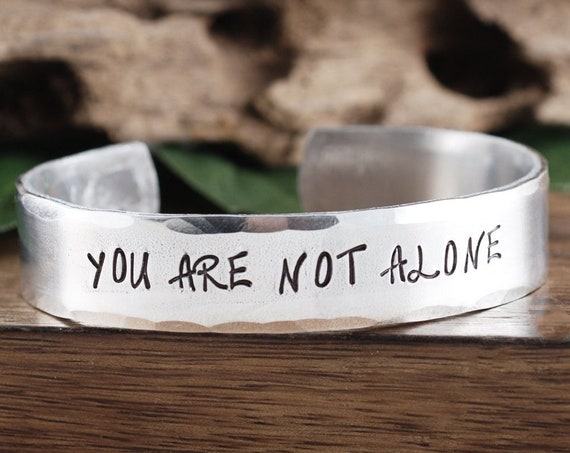 You're Not Alone, Inspirational Bracelet, Encouragement Gift, Gift for Daughter, Quote Bracelet, Sister Gift, Gift for BFF, Gift for Sister
