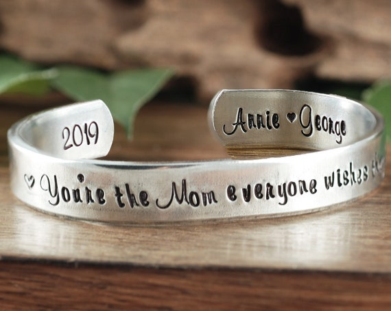Custom Mother's Cuff Bracelet, Personalized Mom Bracelet, Mothers Day Gift, Gift for Mom, Mother of the Bride Gift, Mother's Bracelet,
