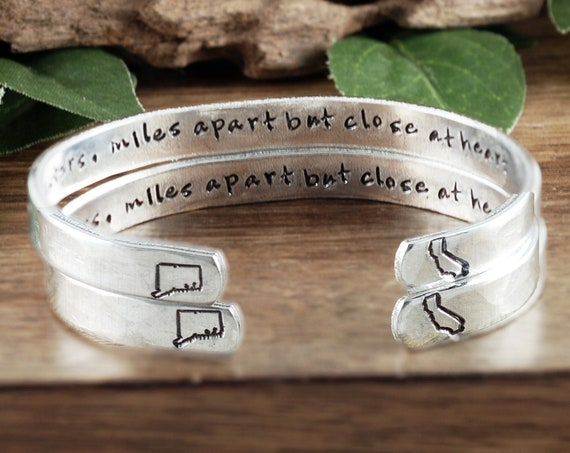 Long Distance Relationship, Friendship Gifts, Miles apart but close at heart, Sisters Bracelet, Best Friend Jewelry, Secret Message Bracelet