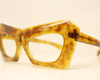 b26923bc08 Unique vintage Tortoise mask cat eye glasses gold New Old Stock