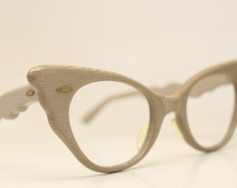 aaf970eec4d Woodgrain pointy cat eye glasses vintage 1950s eyewear cateye frames