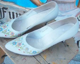 Vintage 1950's Leather Embroidered Kitten Heel
