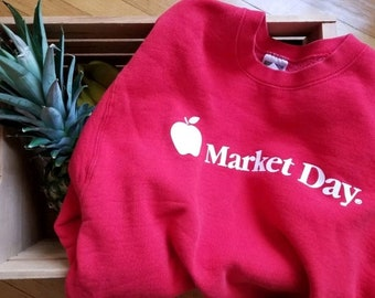 Vintage Farmers Market Day Red Apple Sweatshirt