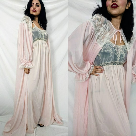 1950s Movie Star Baby Pink Lace and Nylon Peignoir