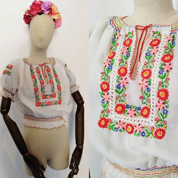 1960s does 1930s Hungarian Embroidered Peasant Blo