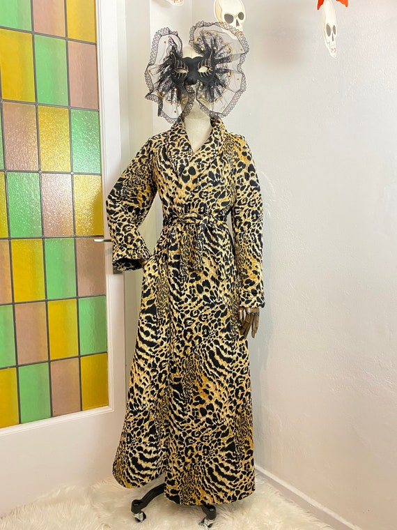 1960s-1970s Leopard Loungewear Quilted Dressing Go