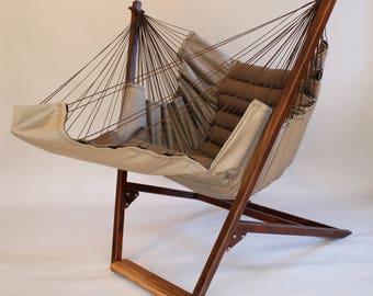 Bohorockers «swing» chaise autoportante se tiennent.