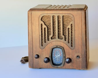 Crosley Tombstone Radio