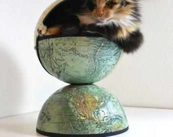 Globe Pet Bed