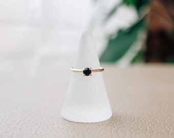 Knife edge Sapphire Solitaire
