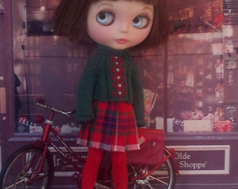Classic dark green sweater and plaid pleated skirt for Blythe or Pullip
