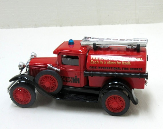 Vintage Liberty Classics 1927 Ford Case International Model A Fire Truck 1/25 scale Coin Bank