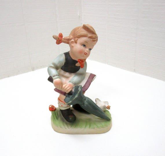 NAPCOWARE # 204 Figurine Little Girl With Umbrella