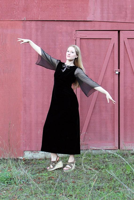 1930s Velvet Black Dress // Rhinestone Bow // Smal