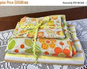 SALE Vintage 3 Piece Twin Flat Sheet Set Remix Bed Sheets Bedding Retro  Linens Hippie Fabric Vintage Crafts Fabric