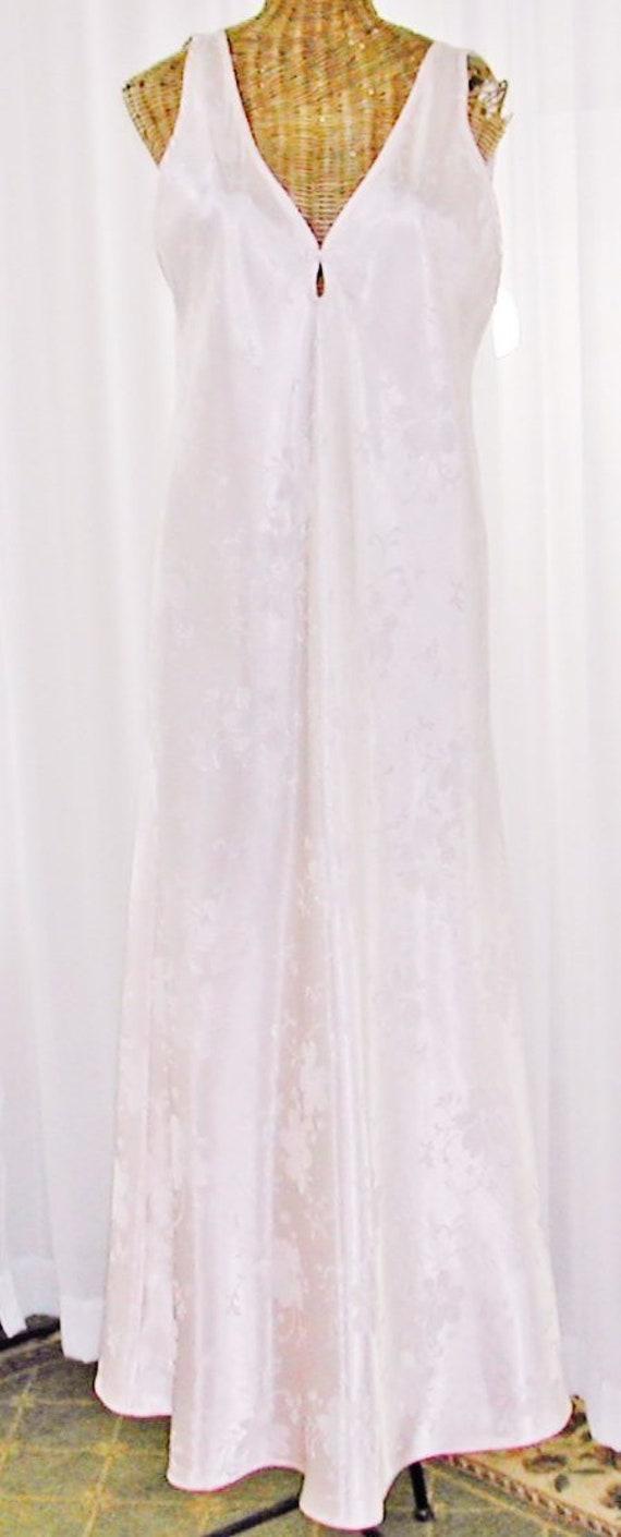 a6c59119713 Oscar de la Renta Nightgown Pink Floor Length Embossed Satin