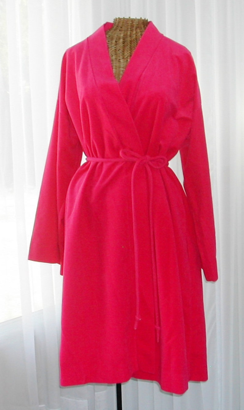5e19f19453c Vassarette Plush Robe Bell Sleeves Hot Pink 1960 s Unworn