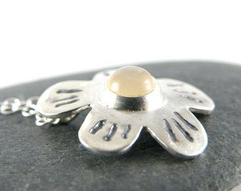 Peach Moonstone Necklace, Sterling Silver Necklace, Moonstone Jewelry Gifts For Women, Silver Flower Necklace Gifts for Teen