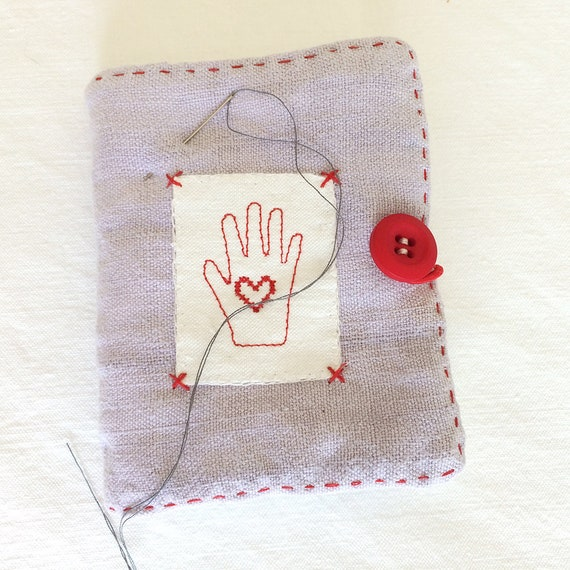 Vintage linen embroidered needlecase 'hands to work' Shaker motif with pocket for a needle-threader