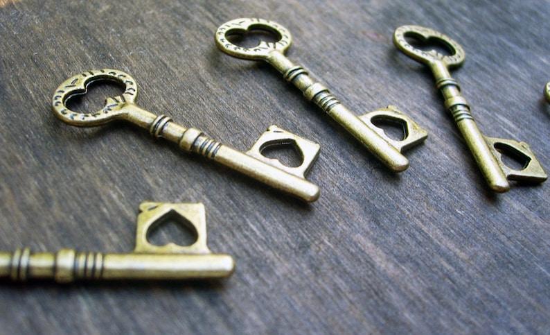 Small Skeleton Keys Bulk Steampunk Keys Heart Shape Wedding Charms Old Rustic Victorian Vintage Style Replicas 100 pieces 33mm1.5 inch