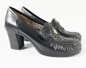 6964cfba3d26 Vintage 90s Chunky Black Leather Heel Loafers