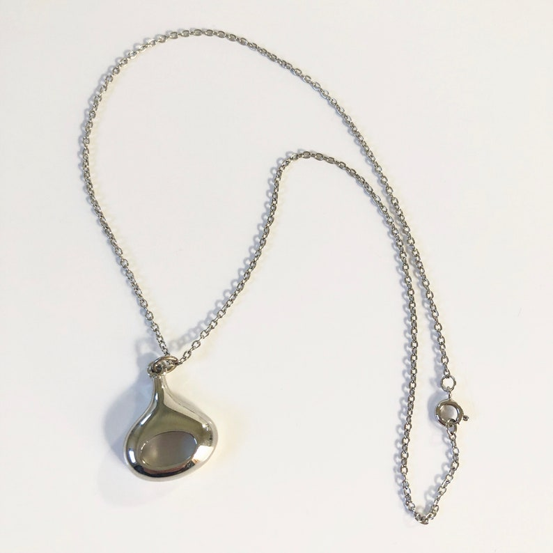1f88ff458ef9d Vintage 90s Silver Tone Tear Drop Necklace / Silver Pendant / Chain  Necklace / Charm Necklace